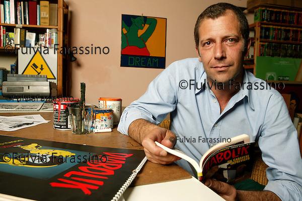 Milano 20 Maggio 2004.Guido Averna nel suo studio, Milan, May 20th, 2004, Guido Averna in his studio