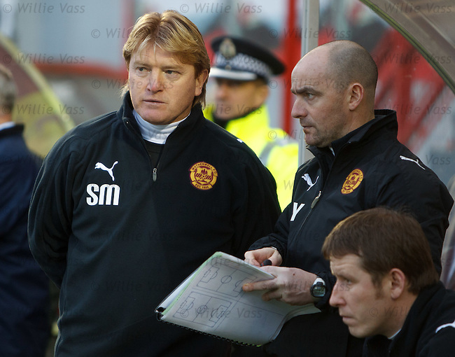 Stuart McCall and Gordon Young planning Motherwell's tactics