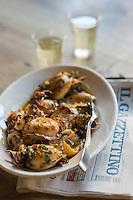 Italie, Vénétie, Venise:   Chichetti: Poulpes au citron avec verres d'ombra  - Bar à cicchetti: Osteria da Codroma, Sestiere dorsoduro, fondamenta briati  // Italy, Veneto, Venice: