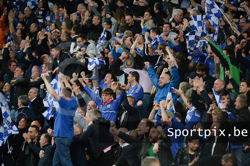 Benfica Lissabon - Chelsea FC : Chelsea Fans / supporters celebrating the victory.foto DAVID CATRY / Nikonpro.be