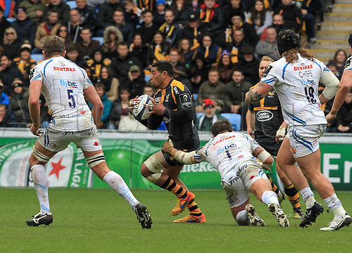 09.04.2016. Ricoh Arena, Coventry, England. European Champions Cup. Wasps versus Exeter Chiefs.  Wasps full-back Charles Piutau makes a break as he gets away from the tackle from Brett Sturgess