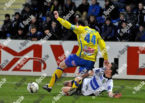 2013-04-06 / voetbal / seizoen 2012-2013 / Westerlo - Roeselare / Bart Goor (l) (Westerlo) in duel met Frederick Declercq (r) (Roeselare)