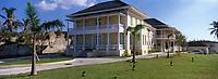 Iles Bahamas / New Providence et Paradise Island / Nassau: La villa historique Doyle construite en 1860 abrite la Galerie Nationale d'Art des Bahamas  //  Bahamas Islands / New Providence and Paradise Island / Nassau: The historic villa Doyle built in 1860 houses the National Art Gallery of the Bahamas
