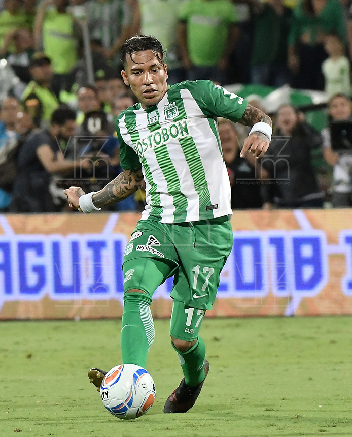 MEDELLÍN -COLOMBIA - 09-06-2018: Dayro Moreno jugador del Nacional en acción durante el encuentro entre Atlético Nacional e Deportes Tolima por la final de la Liga Águila I 2018 jugado en el estadio Atanasio Girardot de la ciudad de Medellín. / Dayro Moreno player of Atletico Nacional in action during second leg match between Atletico Nacional and Deportes Tolima  for the final of the Aguila League I 2018 at Atanasio Girardot stadium in Medellin city. Photo: VizzorImage / Gabriel Aponte / Staff