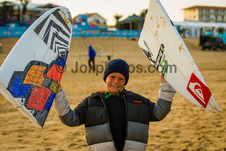 LA GRAVIERE, Hossegor/France (Wednesday, October 3, 2012) -  The Quiksilver Pro France, Stop No. 7 of 10 on the 2012 ASP World Championship recommence this morning 8:05am with the remaining heats of Round 2 then after a long delay due to low tide conditions Round 3 commenced at 3 pm. Eight heats were run with wildcard Dane Reynolds (USA) knocking out world number one Mick Fanning (AUS) in heat six. The swell was in the 2 meter range for most of the day but conditions were less than perfect with some heats having good conditions and others starved for waves.. Photo: joliphotos.com
