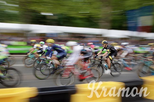 racing on the Champs Elysées: Luke Rowe (GBR/SKY) blending in with the road furniture<br /> <br /> stage 21: Sèvres - Champs Elysées (109km)<br /> 2015 Tour de France