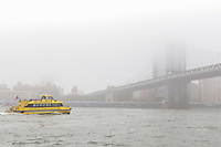 NOVA YORK, EUA, 13.09.2018 - CLIMA-EUA - Forte neblina atinge a ponte do Brooklyn em Nova York nos Estados Unidos na manhã desta quinta-feira, 13. (Foto: Vanessa Carvalho/Brazil Photo Press)