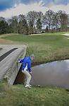 DEN DOLDER - Hole 5. Friso Leunge met een lastige ligging. GOLFSOCIETEIT DE LAGE VUURSCHE.  COPYRIGHT KOEN SUYK