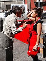 NAPOLI PIAZZA SAN DOMENICO MAGGIORE REGISTRAZIONE DI UNA PUNTATA DELLA TERZA SERIE DI MASTERCHEF ITALIA <br /> NELLA FOTO BRUNO BARBIERI CON UNA CONCORRENTE<br /> FOTO CIRO DE LUCA