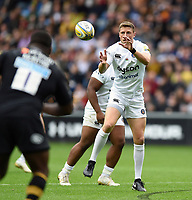 Rhys Priestland of Bath Rugby receives the ball. Aviva Premiership match, between Wasps and Bath Rugby on October 1, 2017 at the Ricoh Arena in Coventry, England. Photo by: Patrick Khachfe / Onside Images