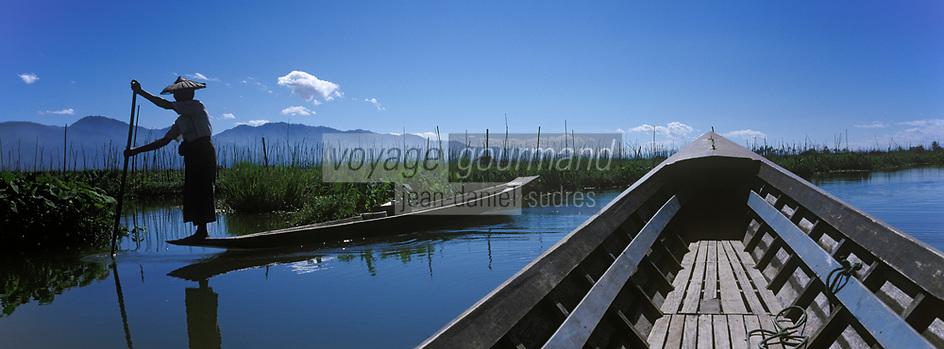 Asie/Birmanie/Myanmar/Plateau Shan/Ywathit: Lac Inle - Villageois  en canot dans les jardins flottants