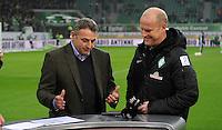 FUSSBALL   1. BUNDESLIGA    SAISON 2012/2013    13. Spieltag   VfL Wolfsburg - SV Werder Bremen                          24.11.2012 Manager Klaus Allofs (li, VfL Wolfsburg) und Trainer Thomas Schaaf (re, SV Werder Bremen) vor dem Spiel