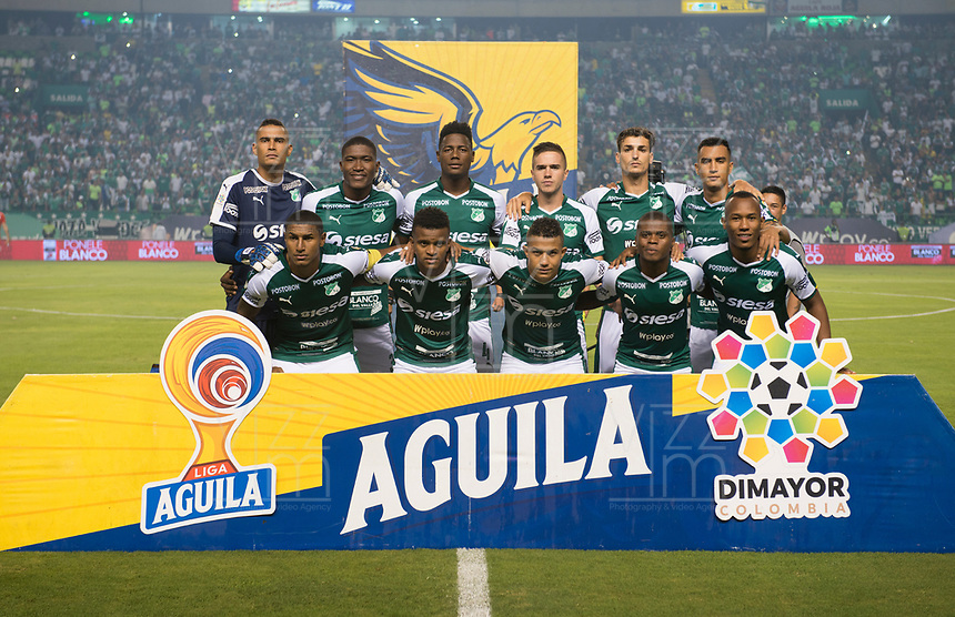 PALMIRA - COLOMBIA, 20-11-2019: Jugadores del Cali posan para una foto previo al partido entre Deportivo Cali y América de Cali por la fecha 4, cuadrangulares semifinales, de la Liga Águila II 2019 jugado en el estadio Deportivo Cali de la ciudad de Palmira. / Players of Cali pose to a photo prior match for the date 4, quadrangulars semifinals, as part Aguila League II 2019 between Deportivo Cali and America de Cali played at Deportivo Cali stadium in Palmira city. Photo: VizzorImage / Gabriel Aponte / Staff