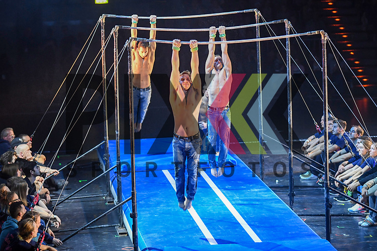 """ShowProject Dreiereck bei der Turn Gala """"Celebration"""" in der SAP Arena Mannheim.<br /> <br /> Foto © Ruffler *** Foto ist honorarpflichtig! *** Auf Anfrage in hoeherer Qualitaet/Aufloesung. Belegexemplar erbeten. Veroeffentlichung ausschliesslich fuer journalistisch-publizistische Zwecke. For editorial use only."""