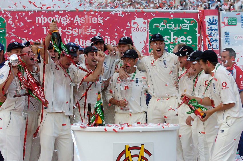 Photo: Glyn Thomas..England v Australia. nPower Test Series. The Ashes 2005..12/09/2005..England's Michael Vaughan holds the replica of the Ashes urn aloft and the squad celebrate in delight at a series victory over Australia.