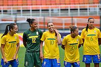 ATENÇÃO EDITOR FOTO EMBARGADA PARA VEÍCULOS INTERNACIONAIS - SAO PAULO, SP, 09 DE DEZEMBRO DE 2012 - TORNEIO INTERNACIONAL CIDADE DE SÃO PAULO - BRASIL x PORTUGAL: Marta (c) durante partida Brasil x Portugal, válido pelo Torneio Internacional Cidade de São Paulo de Futebol Feminino, realizado no estádio do Pacaembú em São PauloFOTO: LEVI BIANCO - BRAZIL PHOTO PRESS