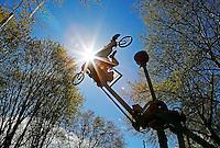 Nederland Eindhoven 2016 04 23. De campus van de Technische Universiteit Eindhoven transformeert op vrijdag 22 tot en met zondag 24 april tot een festivalterrein in het kader van het 60-jarig bestaan van de universiteit. Technologie, innovatie, muziek, kunst, debat, wetenschap en een veelzijdige food line-up zullen de campus tot een levendig terrein omtoveren. Luchtfietsen.  Foto Berlinda van Dam / Hollandse Hoogte