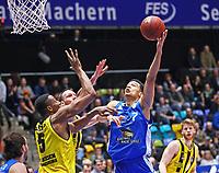 Shawn Huff (Fraport Skyliners) gegen Justis Sears (MHP Riesen Ludwigsburg) - 04.02.2018: Fraport Skyliners vs. MHP Riesen Ludwigsburg, Fraport Arena Frankfurt