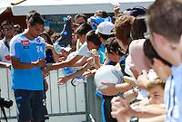 DIMARO 12/07/2012.RITIRO PRE CAMPIONATO PER IL CALCIO NAPOLI.NELLA FOTO       GOKHAN INLER FIRMA AUTOGRAFI.FOTO CIRO DE LUCA