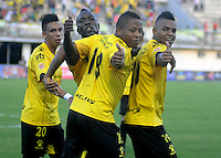 BARRANCABERMEJA -COLOMBIA, 22-10-2016:  Jhon Vasquez (C) jugador de Alianza Petrolera celebra un gol anotado a Jaguares FC durante encuentro válido por la fecha 17 de la Liga Aguila II 2016 disputado en el estadio Daniel Villa Zapata de la ciudad de Barrancabermeja.  / Jhon Vasquez (C) player of Alianza Petrolera celebrates a goal scored to Jaguares FC during match valid for the date 17 of the Aguila League II 2016 played at Daniel Villa Zapata stadium in Barrancabermeja city. Photo: VizzorImage / Jose Martinez / Cont
