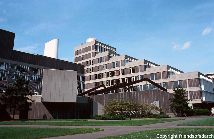 Cambridge:  Science Center, Harvard University.  Sert, Jackson & Assoc. 1970-73.  Josep Lluis Sert, of course.  Photo '88.