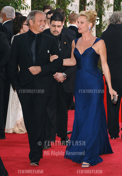 NICOLLETTE SHERIDAN & MICHAEL BOLTON at the 63rd Annual Golden Globe Awards at the Beverly Hilton Hotel..January 16, 2006  Beverly Hills, CA.© 2006 Paul Smith / Featureflash
