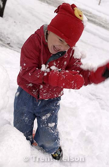 Noah Nelson playing in the snow. 11/25/2001, 4:39:02 PM<br />