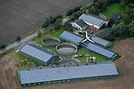 DEUTSCHLAND, Luftaufnahmen von Solardaechern und Windkraftanlagen in Schleswig-Holstein, Hof von Kuddel Wind mit einer der ersten Windturbinen in Deutschland, hier Vestas Anlage | GERMANY aerial view of photovoltaic and wind turbine in Northern Germany