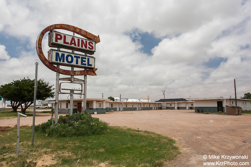 Abandoned motel in Plains, TX