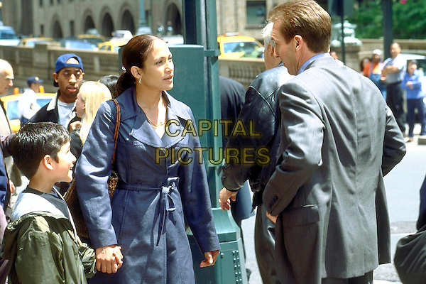 Tyler Posey, Jennifer Lopez & Ralph Fiennes.in Maid in Manhattan.*Filmstill - Editorial Use Only*.CAP/NFS.Supplied by Capital Pictures.