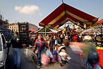 Folla al mercato di Porta Palazzo