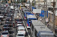SAO PAULO, SP, 09-06-2014, TRANSITO. O corredor Norte/Sul apresnta transito intenso na regiao da Av. Tiradentes no bairro do Bom Retiro nessa segunda-feira (9).          Luiz Guarnieri/ Brazil Photo Press.