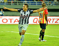 PEREIRA- COLOMBIA – 19-08-2014: Angel Mena, jugador de Emelec de Ecuador celebra el gol anotado a Las Aguilas Doradas de Colombia durante partido de ida de la primera fase, de la Copa Total Suramericana en el estadio Hernan Ramirez Villegas, de la ciudad de Pereira.  / Angel Mena,  player of Emelec of Ecuador, celebrates a goal scored to Aguilas Doradas of Colombia during a match for the first round of the first phase, of the Copa Total Suramericana in the Hernan Ramirez Villegas in Pereira city. Photos: VizzorImage / Str.
