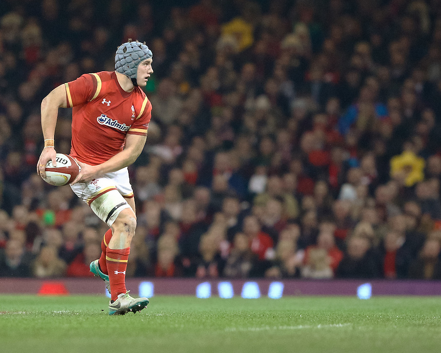 Wales' Jonathan Davies in action during todays match<br /> <br /> Photographer Simon King/CameraSport<br /> <br /> International Rugby Union Friendly - Wales v South Africa - Saturday 26th November 2016 - Principality Stadium - Cardiff<br /> <br /> World Copyright &copy; 2016 CameraSport. All rights reserved. 43 Linden Ave. Countesthorpe. Leicester. England. LE8 5PG - Tel: +44 (0) 116 277 4147 - admin@camerasport.com - www.camerasport.com