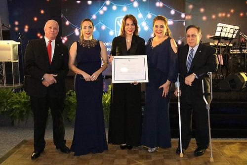 Arturo Pérez, Miralba Ruiz, Milagros Germán, Jatnna Tavarez y Celso Marranzini.