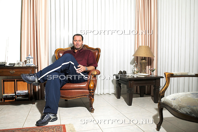 Nederland, Eindhoven, 2 april 2004 .Huub Stevens, voetbaltrainer .Foto: Rene Bouwman