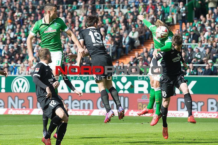 04.04.2015, Weser Stadion, Bremen, GER, 1.FBL. Werder Bremen vs 1. FSV Mainz 05, im Bild<br /> <br /> <br /> <br /> Franco Di Santo (Bremen #9)<br /> Ja-Cheol Koo (FSV Mainz 05 #13)<br /> Stefan Bell (FSV Mainz 05 #16)<br /> Jannik Vestergaard  (Bremen #7)<br /> <br /> Foto &copy; nordphoto / Kokenge