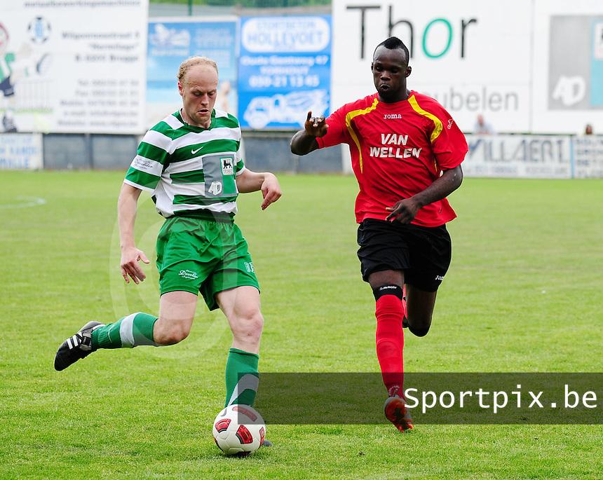 Torhout KM - R Cappellen FC : Frederick Thoma aan de bal voor Michel Nkuman.foto VDB / BART VANDENBROUCKE