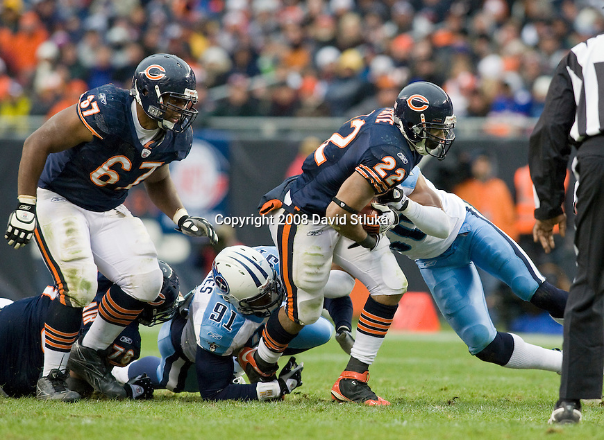 CHICAGO - NOVEMBER 9: Defensive lineman Jason Jones #91 and linebacker David Thornton #50 of the Tennessee Titans tackle running back Chris Forté #22 of the Chicago Bears at Soldier Field on November 9, 2008 in Chicago, Illinois. The Titans defeated the Bears 21-14. (Photo by David Stluka)