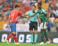 MEDELLÍN - COLOMBIA .24-02-2019:German Cano (Izq.)  jugador del Independiente Medellín esrechan las manos con Dany Rosero Valencia ( Der.) jugador del Deporivo Cali durante partido por la fecha 6 de la Liga Águila I 2019 jugado en el estadio Atanasio Girardot de la ciudad de Medellín. /German Cano (Left) player of Independiente Medellín shake hands with Dany Rosero Valencia (Der.) Player of Deporivo Cali during the match for the date 6 of the Liga Aguila I 2019 played at the Atanasio Girardot  Stadium in Medellin  city. Photo: VizzorImage /León Monsalve / Contribuidor.