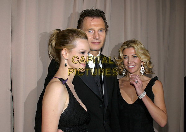 LAURA LINNEY, LIAM NEESON & NATASHA RICHARDSON.Miramax, Coors Light, AMC & Glamour Magazine present the 2005 Golden Globes After Party held at the Beverly Hilton Hotel, Beverly Hills, California, USA,.16th January 2005  .half length married husband wife.Ref: ADM.www.capitalpictures.com.sales@capitalpictures.com.©Jacqui Wong/AdMedia/Capital Pictures .