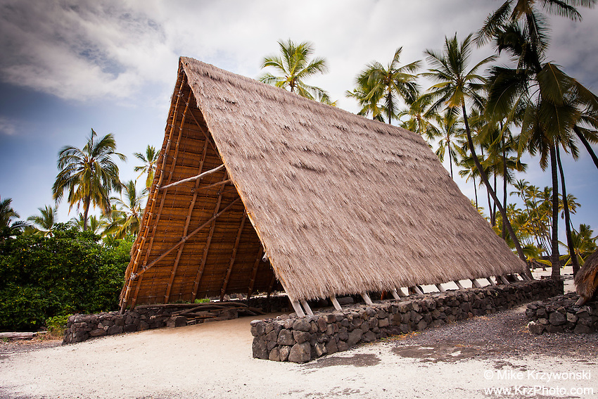 Halau canoe shelter in Pu'uhonua o Honaunau place of refuge national historical park, Big Island, Hawaii