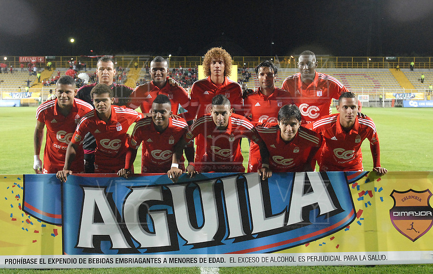 BOGOTA -COLOMBIA-01-06-2015. Jugadores de America posan para una foto previo al partido entre América de Cali y Real Cartagena por la fecha 16 del Torneo Aguila 2015 jugado en el Metropolitano de Techo de la ciudad de Bogotá./ Players of America pose toa photo prior the match between America de Cali and Real Cartagena for the 16th date of Aguila Tournament 2015 played at Metropolitano de Techo stadium in Bogota city. Photo: VizzorImage / Gabriel Aponte / Staff