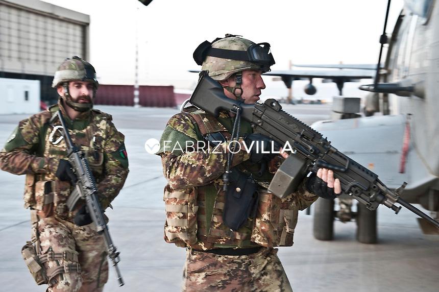 """Gli elicotteri della Marina Militare italiana impiegati in Afghanistan denominta Task Group """"Shark."""