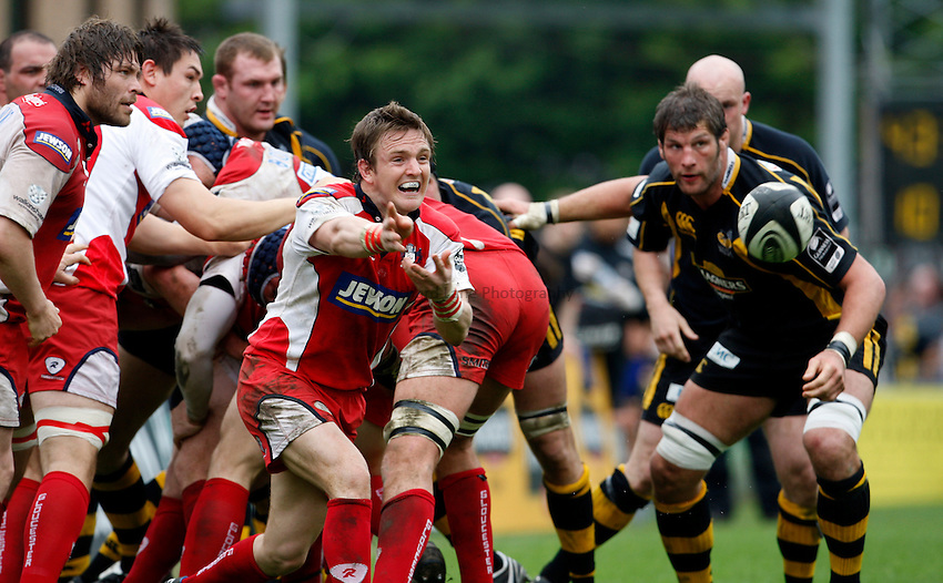 Photo: Richard Lane/Richard Lane Photography..London Wasps v Gloucester Rugby. Guinness Premiership. 04/05/2008. Gloucester's Rory Lawson passes.