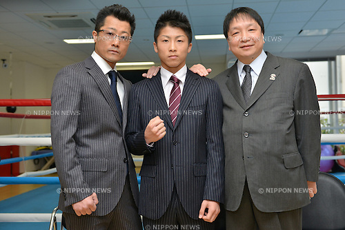(L-R)  Shingo Inoue, Naoya Inoue (JPN),  Hideyuki Ohashi,.MARCH 27, 2013 - Boxing :.Naoya Inoue of Japan poses with his trainer and father Shingo Inoue and Ohashi boxing gym chairman Hideyuki Ohashi during a press conference at Ohashi Boxing Gym in Yokohama, Kanagawa, Japan. (Photo by Hiroaki Yamaguchi/AFLO)