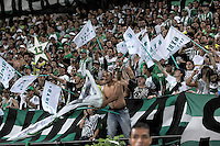 MEDELLÍN -COLOMBIA-15-12-2013. Seguidores del Atlético Nacional celebran el título como Campeones de la Liga Postobón II 2013 después de derrotar al Deportivo Cali en partido de vuelta de la final jugado en el estadio Atanasio Girardot de la ciudad de Medellín./ Atlético Nacional fans celebrate as a champions of Postobon League II 2013 after defeated Deportivo Cali in the second leg match of the final played at Atanasio Girardot stadium in Medellin city. Photo: VizzorImage/Felipe Caicedo/ Staff