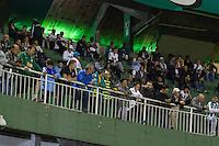 CURITIBA, PR, 21.05.2014 - CORITIBA X INTERNACIONAL (RS) / CAMP. BRASILEIRO 2014 -Torcida do  Coritiba durante partida contra Internaciona (RS), jogo válido pela 6ª rodada do Campeonato Brasileiro 2014, no estádio Couto Pereira, em Curitiba, na noite desta quinta-feira(21). (Foto: Paulo Lisboa / Brazil Photo Press)