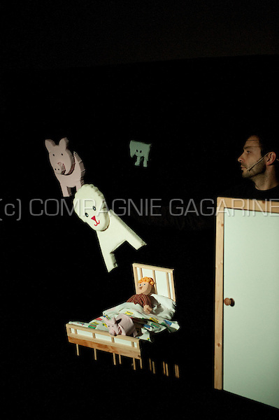 """Theatre company Theater Kroon playing """"Een Heel Grote Vangen"""" at the national Landjuweel festival (Belgium, 01/11/2008)"""
