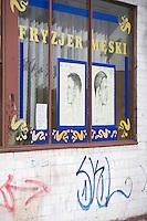 Europe/Pologne/Lodz: détail vitrine d'un coiffeur